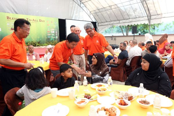 RLA-Blessing-To-All-Day-2014_523